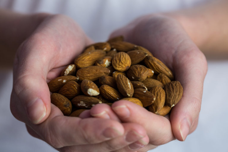 HOW EATING JUST 4 ALMONDS EVERY DAY HELPS YOUR BODY